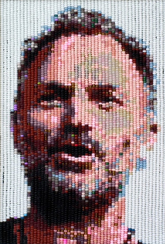 Sting, 2009, beads, 16,5 X 11,5 cm.