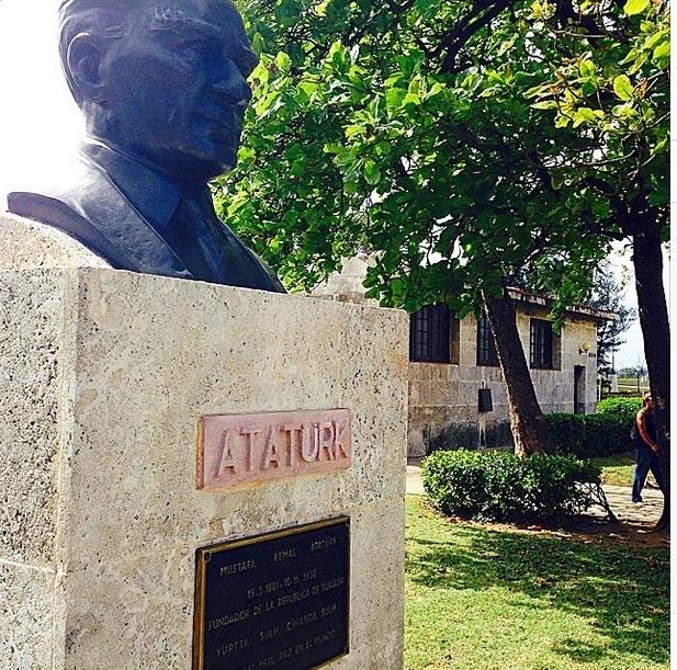 Havana'da Büyük Devrimci Atatürk Büstü