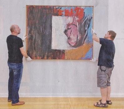 Baselitz'in tuvali Dresden Müzesinden kaldırılırken