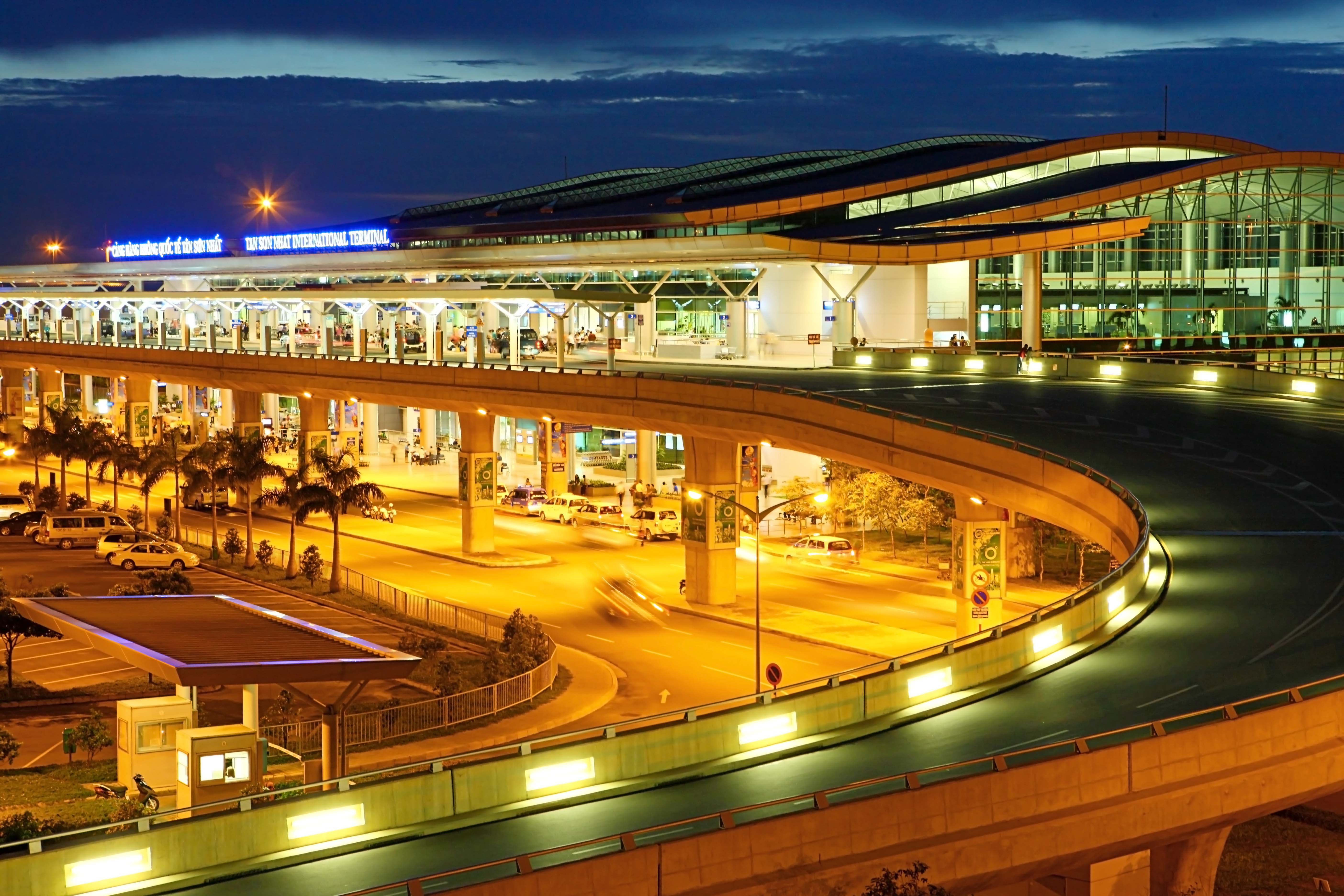 g.2 The-hustle-and-bustle-of-Tan-Son-Nhat-International-Airport-