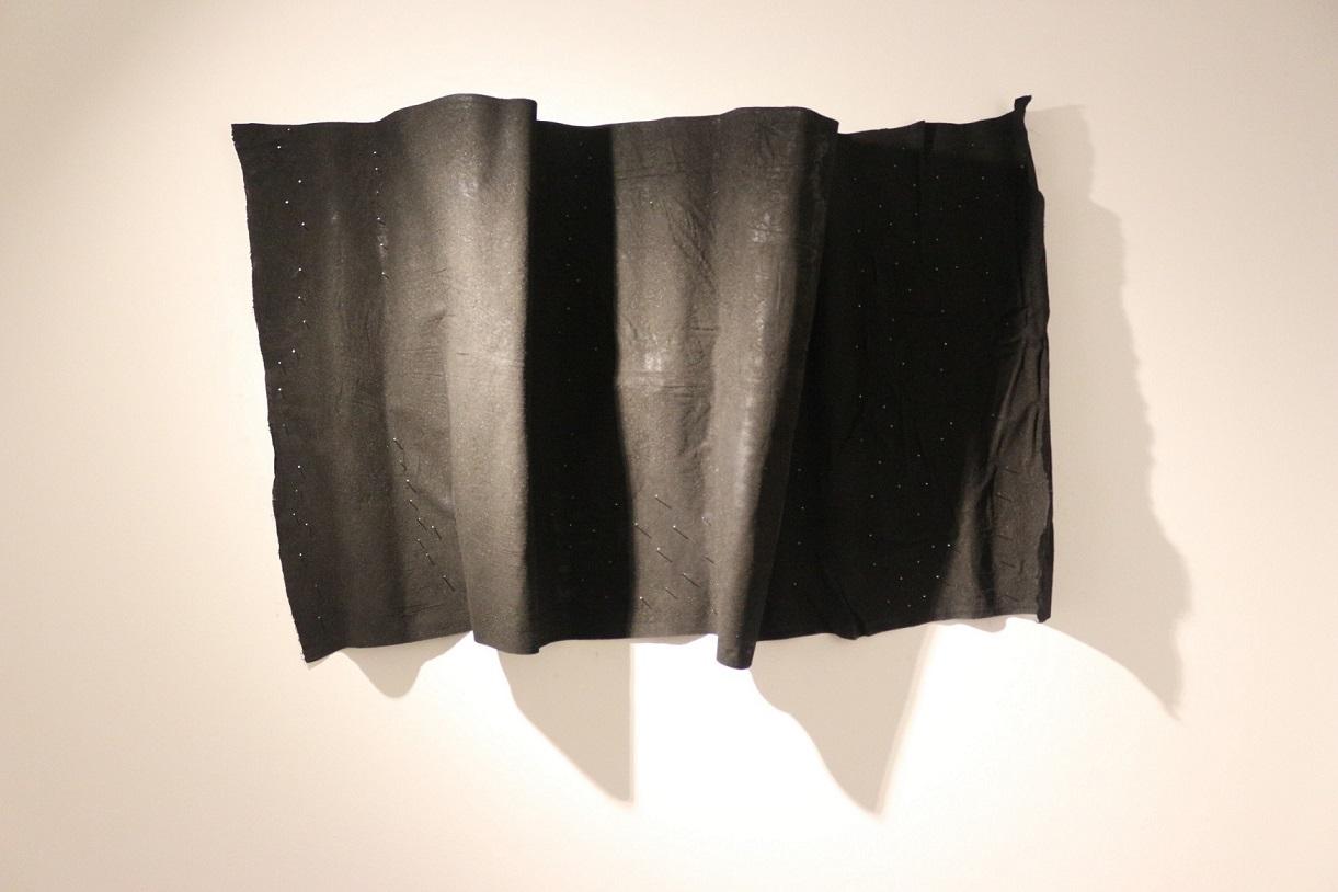Hakan Kırdar, Bayrak, 85 x 120 cm., Kumaş Üzerine Kömür Tozu, 2015