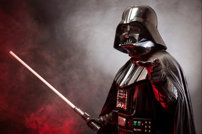 20151103175631-star-wars-darth-vader-light-sabor-movie-villian