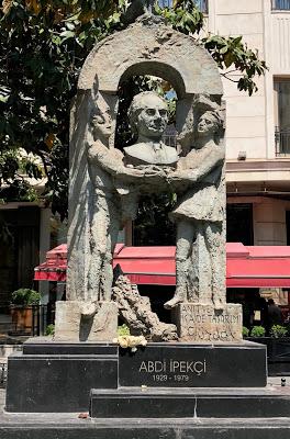 Utku Varlık: Heykel ve Anıtın Sefaleti