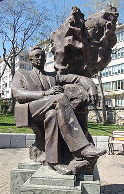 Orhan Veli Anıtı