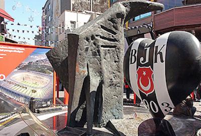 Türk Heykel ve anıt sanatına başka bir boyu getiren Beşiktaş Belediyesinin sembolu kartal